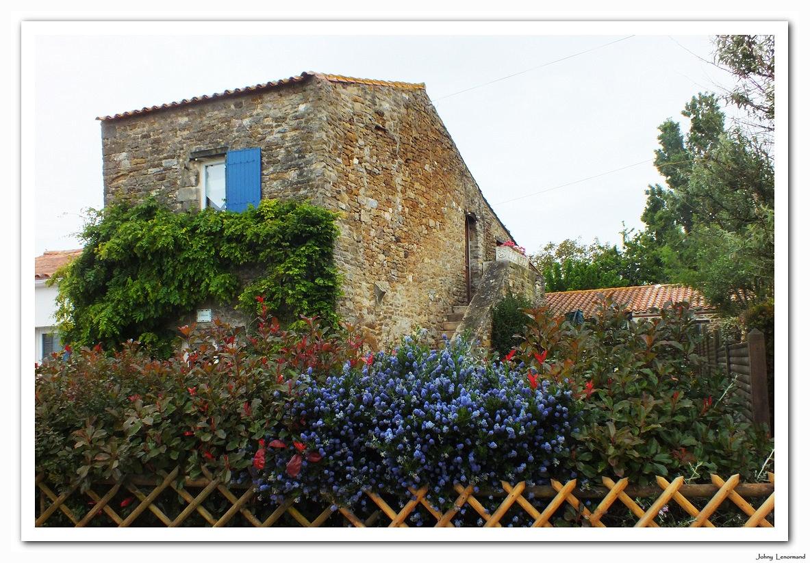 Maison en pierres à la Vinière