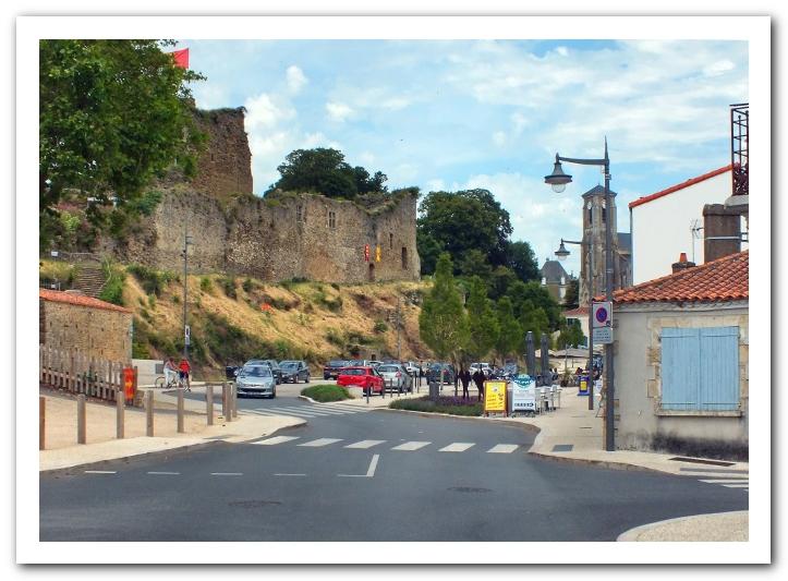 La rue du Château à Talmont