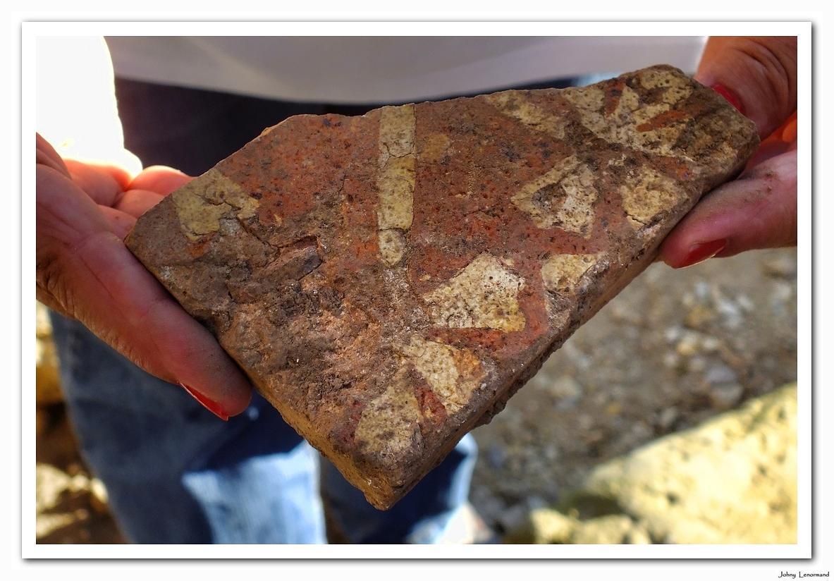 Pavage découvert lors des fouilles archéologiques au château de Talmont Saint Hilaire (Vendée)