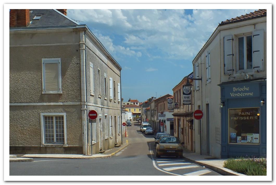 Rue du Centre à Talmont Saint Hilaire début XXIème siècle