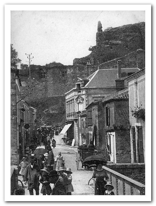 Rue du Centre à Talmont Saint Hilaire (Vendée)  début XXème