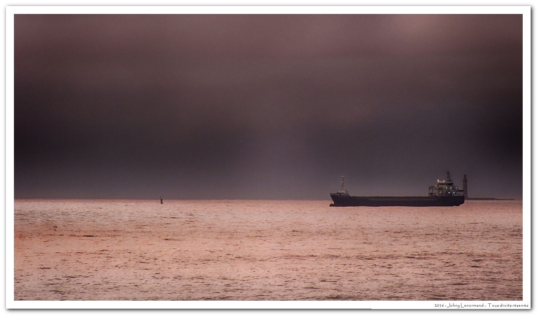 Cargo en baie des Sables d'Olonne