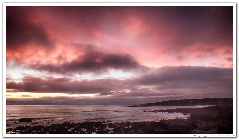 Ciel rouge au-dessus de la baie de Cayola