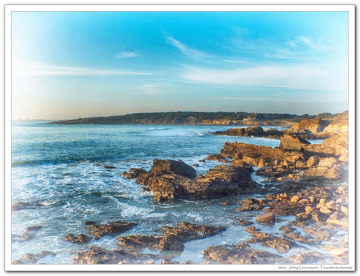 Côte rocheuse en baie de Cayola