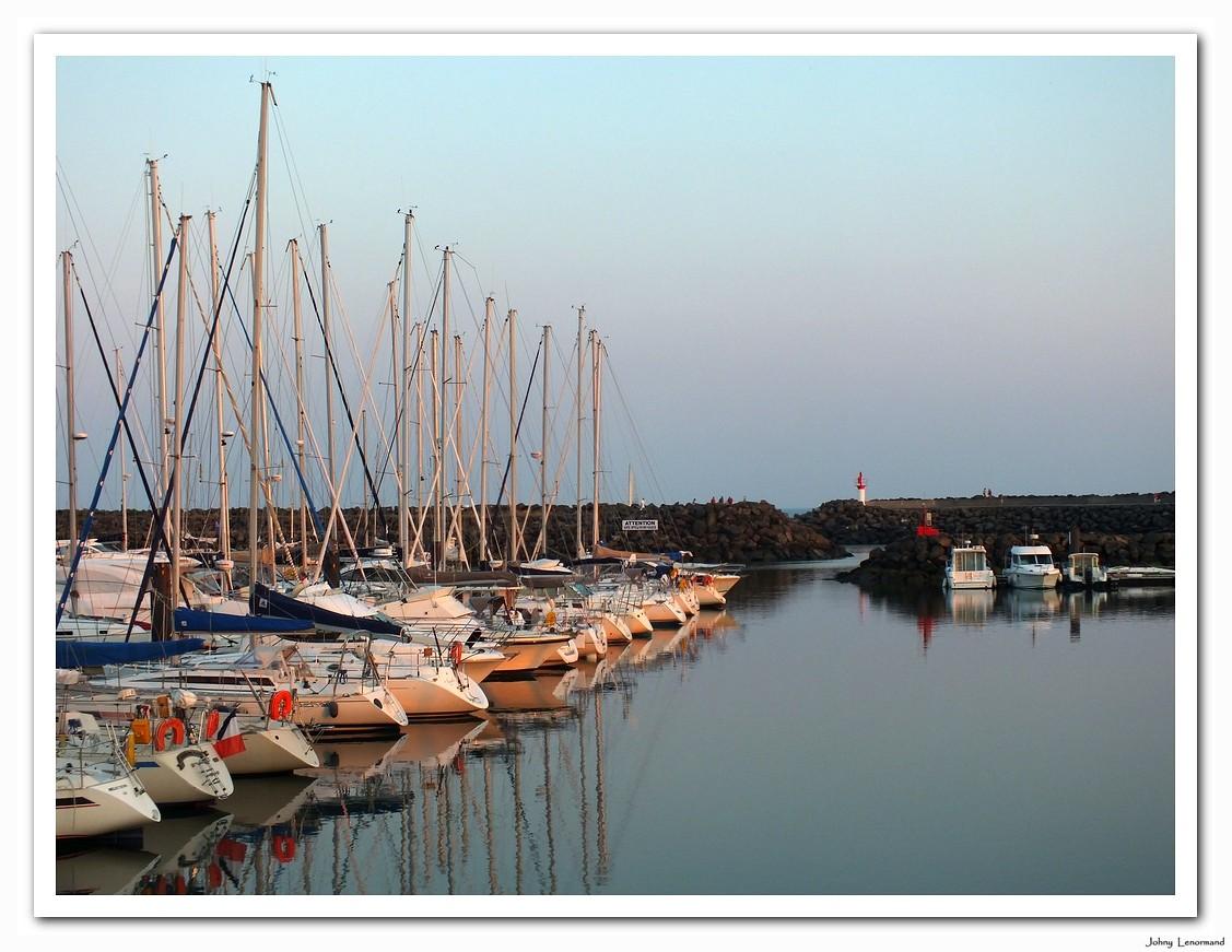 Crépuscule sur les pontons de Port Bourgenay