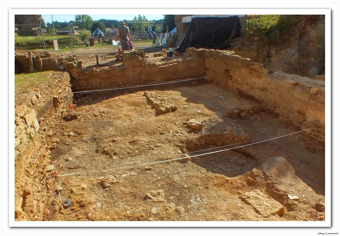 Fouilles archéologiques au château de Talmont Saint Hilaire (Vendée)