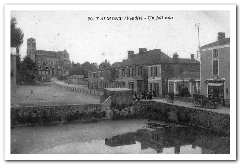 La place du Château à Talmont Saint Hilaire (Vendée) début 20ème siècle