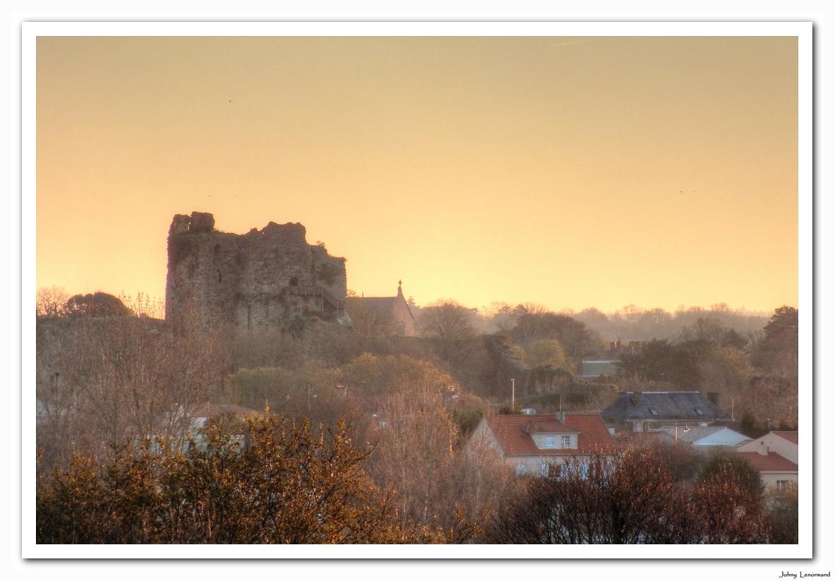 Aube sur le château de talmont Saint Hilaire