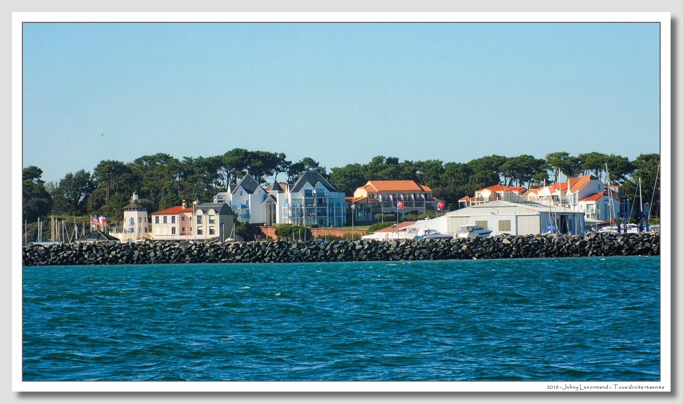 Port Bourgenay vu de la mer