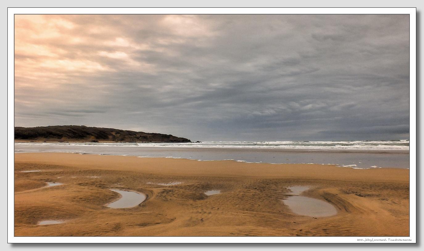 La plage du Veillon sous un ciel couvert