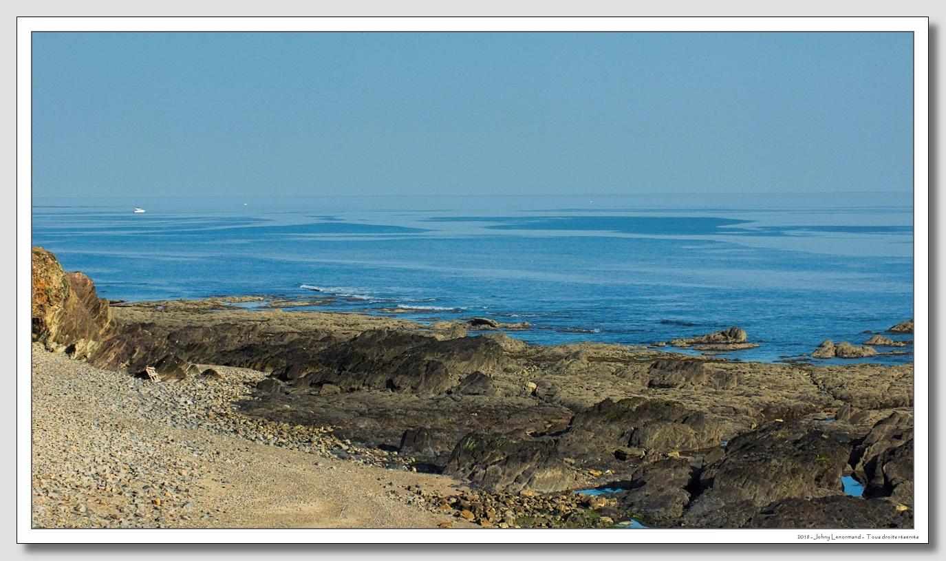 Mer d'huile sur l'océan à Talmont St Hilaire (Vendée)