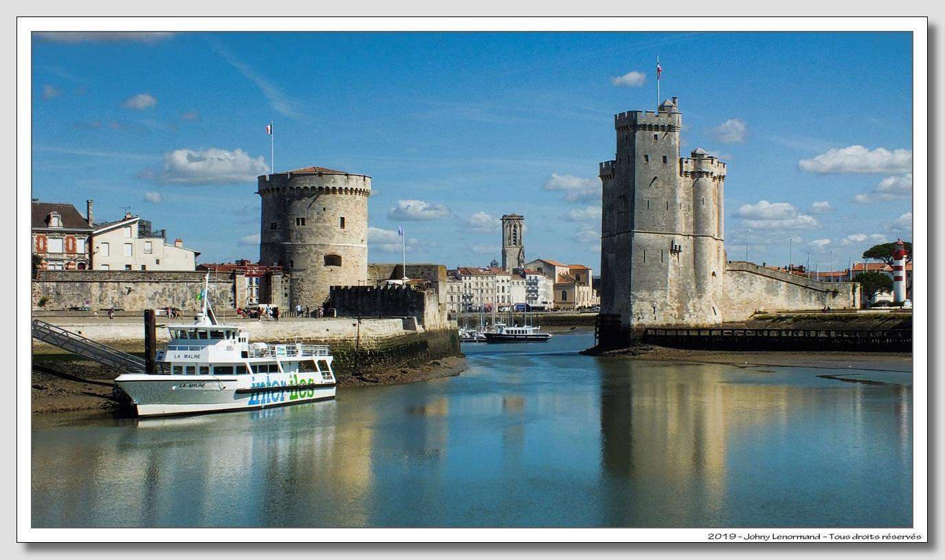 Les tours à l'entrée du port de la Rochelle