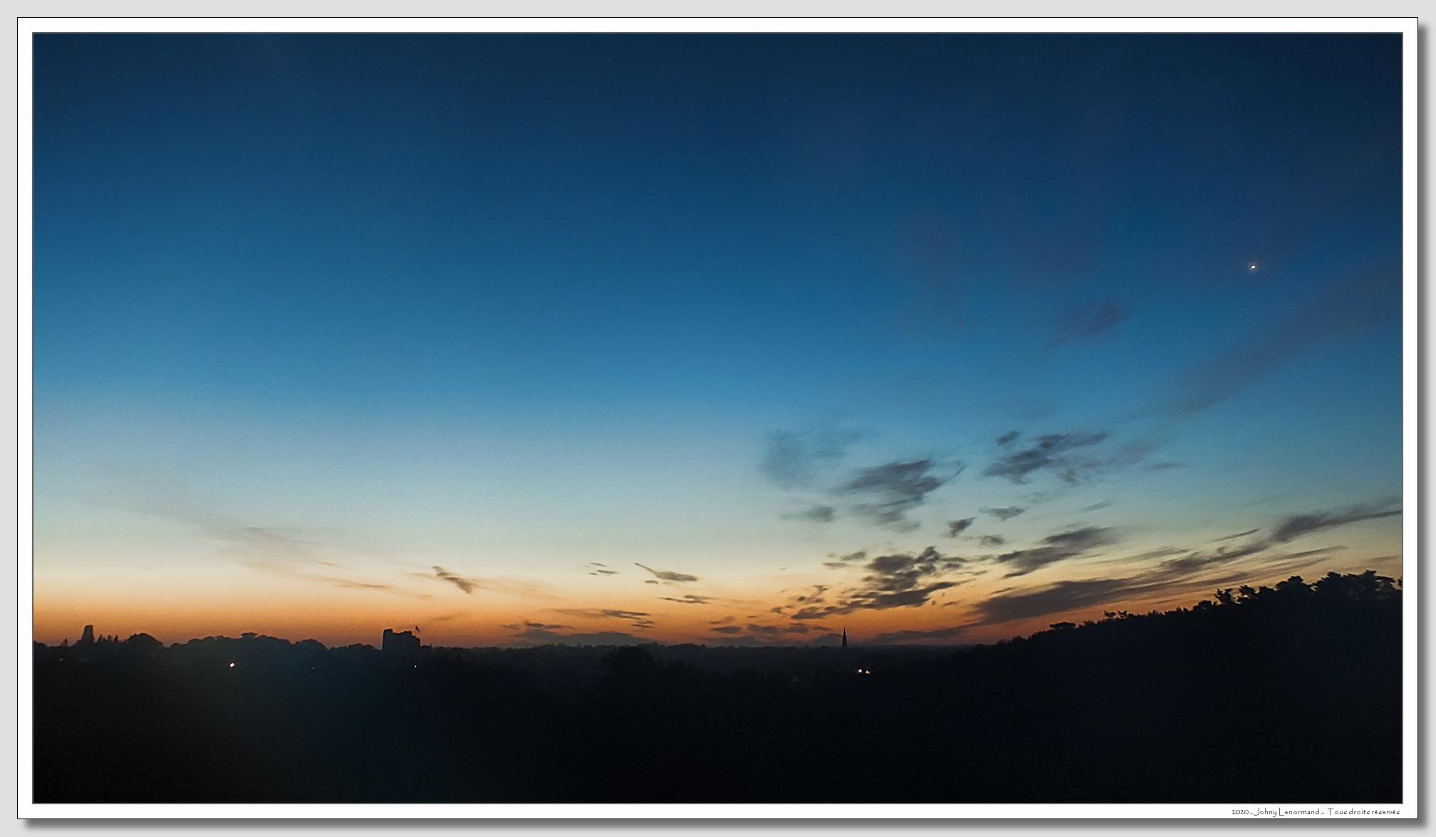 Le bourg de Talmont à l'aube