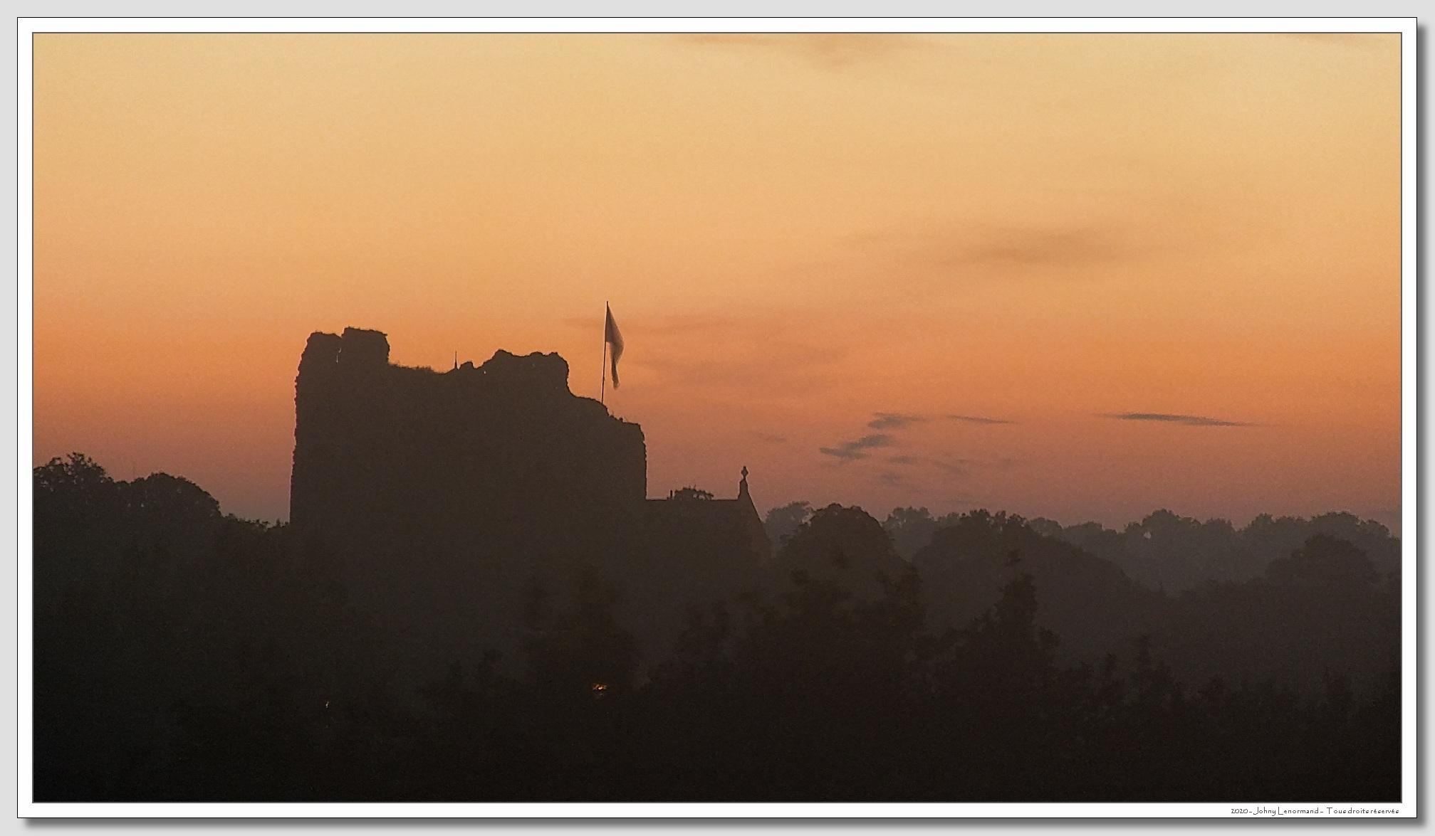 Le château de Talmont à l'aube