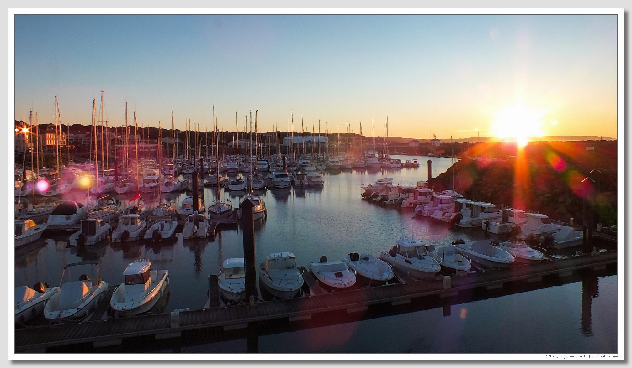 Lever du jour sur Port Bourgenay à Talmont St Hilaire (Vendée)