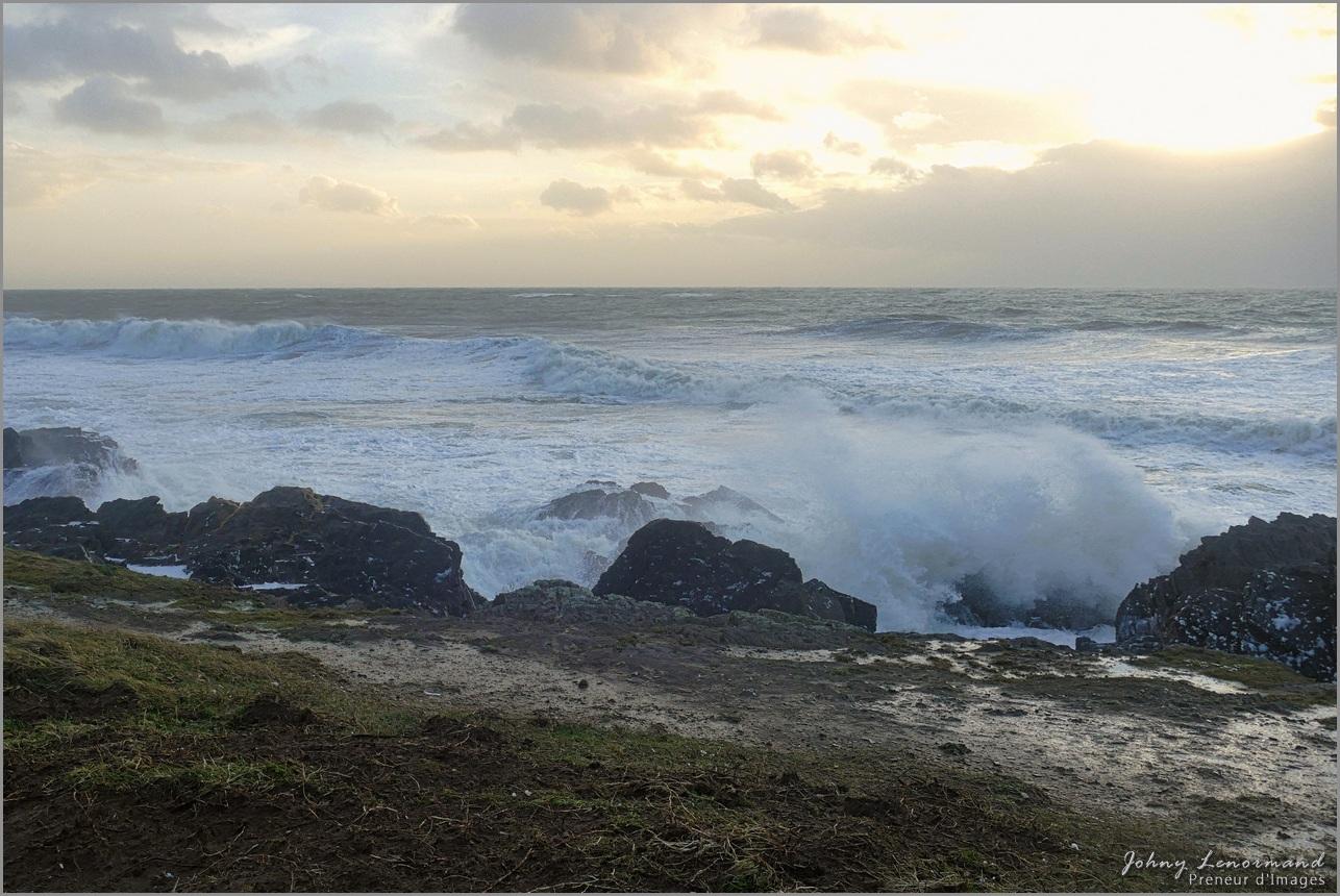 Tempête Bella en baie de Cayola à Talmont St Hilaire (Vendée)